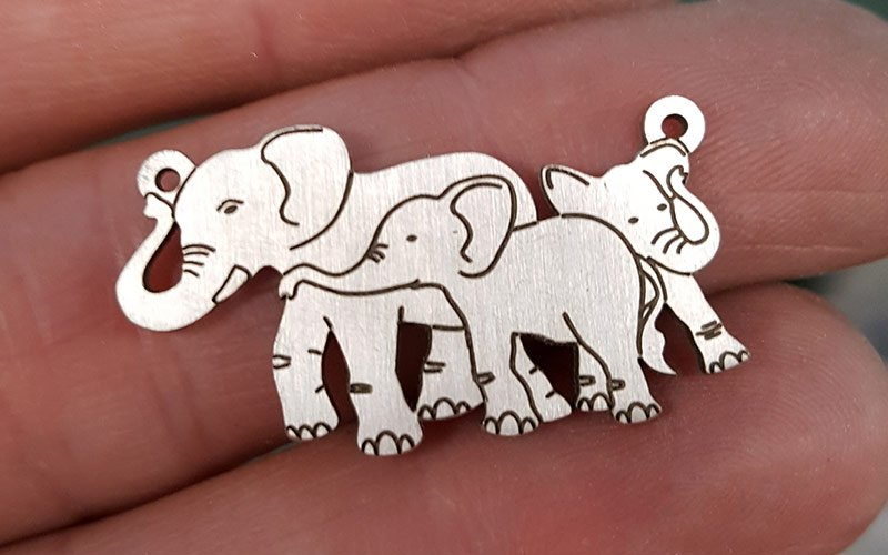 3 Elephants Pendant